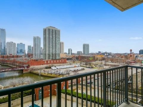Incredible views and light from this south facing beautiful split 2 bed 2 bath at Park Place! This exceptionally clean unit features a nice open layout with split bedrooms, hardwood floors, in unit laundry, and a great balcony overlooking the pool, i...