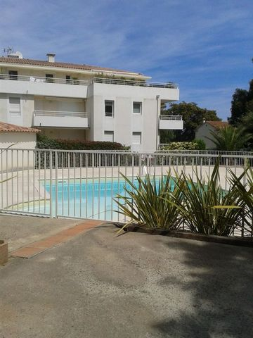 2 Bed Apartment in Var France 2 bed ground floor, air conditioned apartment in secure residence with access to pool, at present tenanted. This is a Ground floor air conditioned, 2 bed apartment with small private communal plunge pool, garden, two par...
