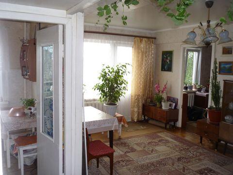 Продается 2-комнатная квартира, общей площадью 45 кв.м. Жилая площадь 26 кв.м, кухня - 6.5 кв.м Ремонт: косметический В квартире: 1 балкон, интернет Квартира находится на 5 этаже 5-этажного дома. Дом панельный прямая продажа, возможен торг, ипотека Д...