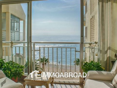 Large apartment located on the 5th floor by the beach in Altea. It has a spacious living-dining room with direct access to a glazed terrace with beautiful sea views, four bedrooms, one of them is currently being used as a living room, independent fit...