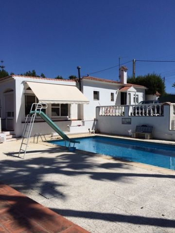 El Padron, the horse riding area of Estepona. We present a very nice country finca which offers a separate guest suite, a private plot of 5000m2, a private swimming pool and garage, many various fruit trees and stables too. Less than a five minute dr...