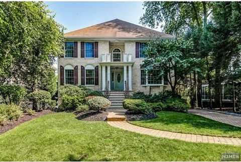 The quintessential Rutherford Ridge Road home designed with meticulous taste and upgrades. This magnificent four bedroom three & 1/2 full bath is the perfect combination of quality, charm, and authentic center-hall colonial style. The designer upgrad...
