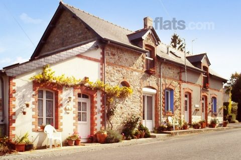 This well-appointed house and its serene location are the ideal space for those wanting to enjoy a quiet holiday in the region of Brittany. This holiday home promises an unforgettable holiday and is ideal for a group of 9. The spacious lounge is the ...