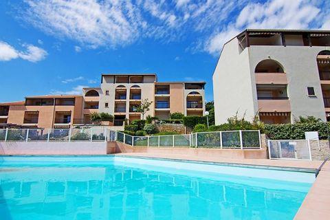 Les shorts et bermudas sont interdits dans les piscines. L'accès aux apartements se fait par des marches même en rez de chaussée. Résidence