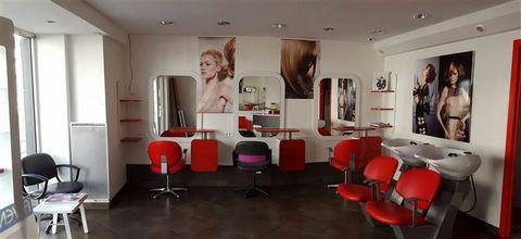 Venez visitez ce magnifique salon de coiffure, proche de la place de Strasbourg. 2 bacs, 3 postes de coiffure. Agent Commercial