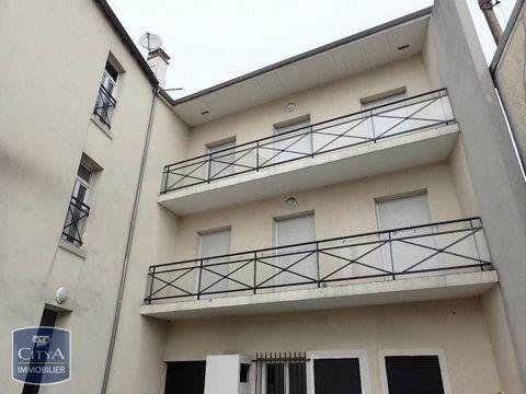 A LOUER - RUE HENRI BARBUSSE - METRO 13 UNIVERSITE SAINT DENIS - F3 de 75 m² composé d'une cuisine aménagée, salle de bain avec baignoire et douche, d'un salon de 28 m² deux chambres avec placard de rangement donnant sur cour. Disponible de suite Loy...