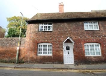 *** BEAUTIFUL TWO BED COTTAGE AVAILABLE NOW *** Located on the west side of Canterbury you will find this beautiful quaint cottage. he accommodation comprises of a lovely large lounge/diner, Kitchen, Large bedroom with bathroom and a single bedroom w...
