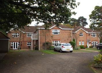 First floor apartment within a gated development in the desirable area of Hiltingbury with two allocated parking spaces. Call now to arrange a viewing. The apartment is situated on a quiet, leafy road in the sought after area of Hiltingbury, Chandler...