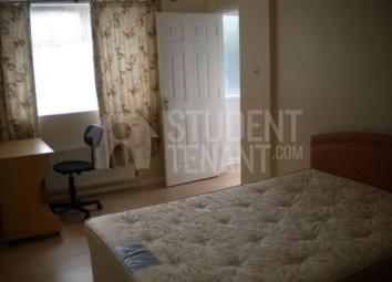 STUDENT PROPERTY ONLY Property Reference: 1336 Available 2017-2018 Bills included Property available to individuals and groups, Great location 100 Deposit, Cleaning charge applicable 380 - 430 for individuals, including bills. 7 minute walking distan...