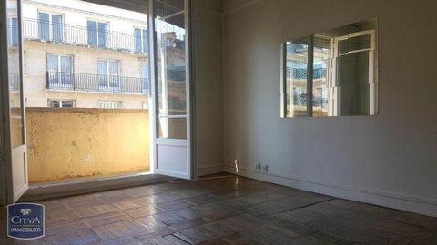 A LOUER dans le 7ème arrondissement de paris un spacieux studio de 31 m² doté de plusieurs rangement dans une charmante résidence avec ascenseur, vous disposerez de sans séjour spacieux et lumineux d'une cuisine séparé ainsi que d'une salle de bain a...