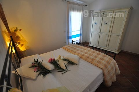 Sporting Residence - Large apartment with garden One bedroom apartment sleeping 4 people, Large living room, large veranda, front and back garden, 500 meters from shops, 2 km from the sea, parking. The apartment has a large living room with kitchen, ...