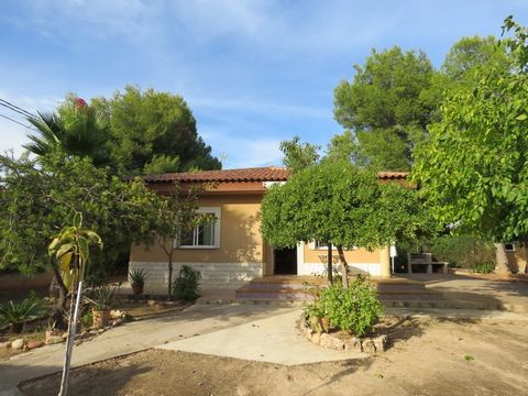 Located in a popular urbanisation between Olocau and Betera we present this recently refurbished 3 bedroom, 1 bathroom villa with secured parking, a paellero and ample space for a private pool. The urbanisation with a 24 hour concierge has access to ...
