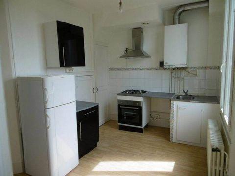 Appartement T3 de 65 m² environ, composé : d'une entrée, 1 cuisine indépendante équipée aménagée (four, hotte aspirante, réfrigérateur, plaque gaz, meubles de rangement), 1 salon/séjour, 2 chambres, 1 salle de bains, un wc séparé, 1 pièce servant de ...