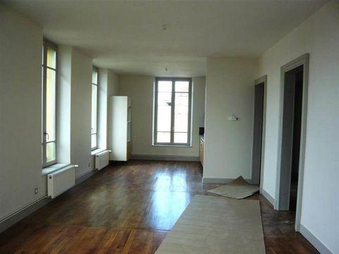 Rue de Cernay, dans une maison ancienne au caractère préservé, la FERME DES ANGLAIS. Beau type 4 duplex. 1er étage Entrée parquet, séjour-salle à manger sur cuisine aménénagée ouverte, terrasse, wc, 2è étage dégagement, 2 chambres, salle de bains, ch...