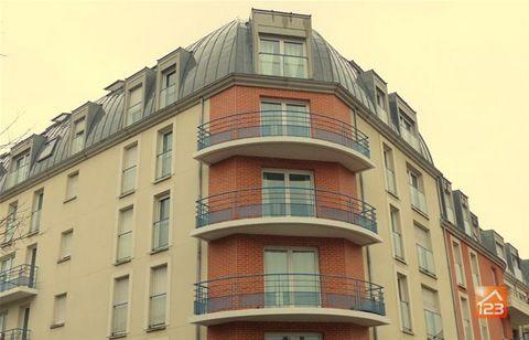 NOS HONORAIRES : 1%, 2%, 3% !!* Appartement type 3 pièces avec vue imprenable à 2 pas de la cité administrative proche transport et commerce à Rouen. T3 entièrement rénové avec goût dans résidence sécurisée de 2002, au 5ème étage avec vue panoramique...