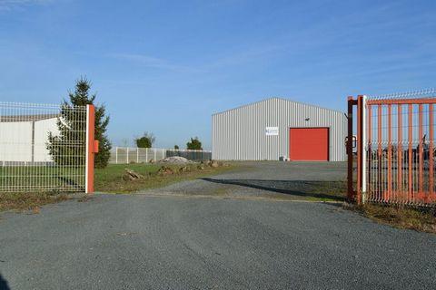 NALLIERS Bourg, Entrepôts - bâtiments 257 m²