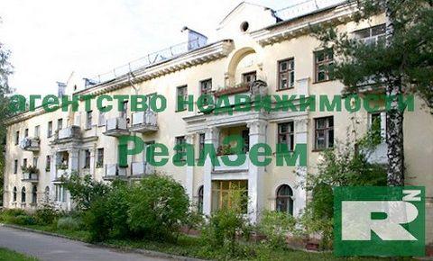 двухкомнатная квартира пр. Ленина, дом 3/5, на втором этаже трехэтажного кирпичный дом постройки 1954 года. 54 кв.м. Квартира сдается с мебелью и техникой. Комнаты раздельные. Лот 7152