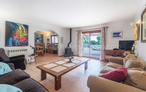 Finca with large guesthouse, pool and stable in Bunyola Spacious house with large garden in the center of Mallorca Beautiful country estate with large guest house located a 15 minutes drive from Palma. The property is located in a stunning setting wi...