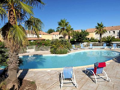 Property details Short description Beach/water: Sandy beach in approx. 800 m Bedroom/s: 2 Floor space: 30 m² Next village/town: Center Valras in approx. 4 km Number of persons: 2-5 Pet: Pet allowed Pool, shared use Room/s: 2.