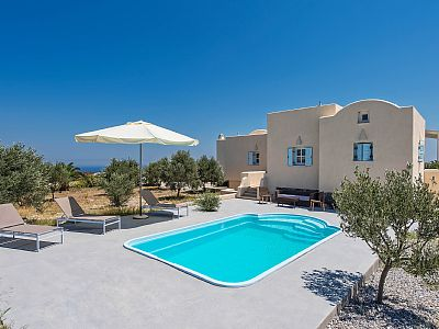 The 2-bedroom villa with private pool is ideal for families, companies and couples. Consists of 2 bedrooms, 2 bathrooms, large living room and a full kitchen with all the appliances. The swimming pool is private with a nice sundeck with umbrella. Rat...