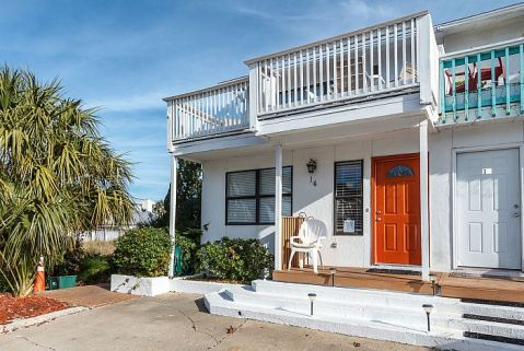 Wake up and walk right out your front door and head to the beach for a day of sunning, swimming, snorkeling and fishing. Direct view of the harbor from living room and decks as well as views of the dunes and bay. Come home to your beach retreat and b...
