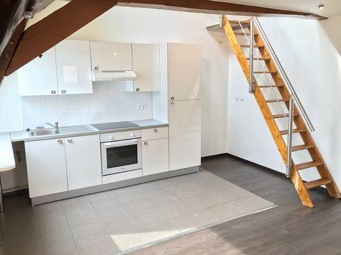 A SAISIR SUR CAMBRAI ! Appartement de type 3 situé au coeur du centre ville de Cambrai dans une résidence sécurisée, vous offrant : - Un salon / salle à manger - Une cuisine entièrement équipée ouverte (four, plaque, hotte, réfrigérateur) - Une salle...