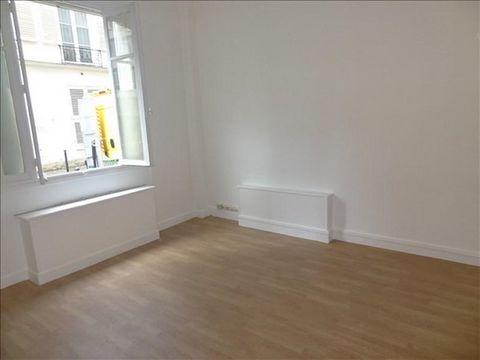 Rue Pierre Leroux - RDC Location vide - Dans un immeuble gardienné nous vous proposons un studio vide de 19,72m² au rez-de-chaussée comprenant: une entrée, une pièce principale sur rue, une cuisine séparée aménagée et équipée, une salle de douches, u...