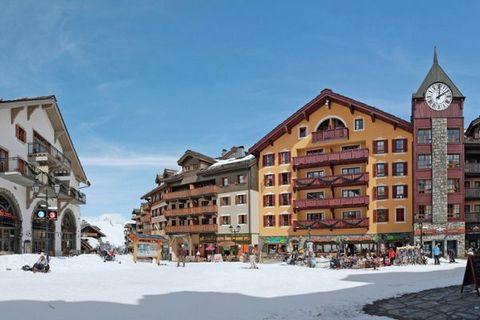 La résidence Le Village se trouve dans le village de ski animé et piétonnier de Les Arcs 1950, un village construit en 2003 dans le style architectural Whistler canadien. Lagréable centre au bord des pistes propose dexcellents restaurants, une série ...
