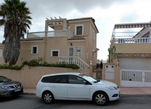 Very nice detached villa in very good condition in the area of Blue Lagun, 5 bedrooms, 3 bathrooms, 2 living rooms 1 on ground floor and another on basement floor, both with fireplace, 175m2 built fully furnished and ready to move in, Plot of 500m2, ...