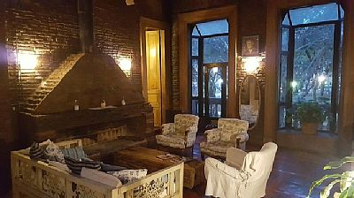 Old historic house in which Juan B. Justo lived in the heart of Buenos Aires, Congreso neighborhood. Defined by its history and peacefulness. Near subway line A and buses. Rates: nightly-weekend - from 222 to 222 USD