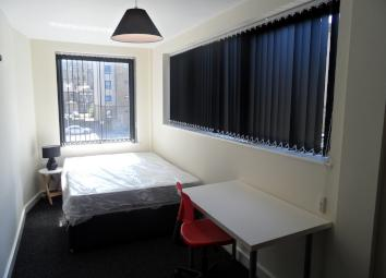 ** EN-SUITE ROOMS ** INCLUSIVE OF BILLS ** STUDENTS AND WORKING ONLY ** SHORT TERM LETS AVAILABLE ** * Room 3 * En-Suite Room * Fully Furnished * Shared lounge / kitchen * Intercom Entry System * Bond £200 * 10 Minutes from University * INCLUDES ALL ...