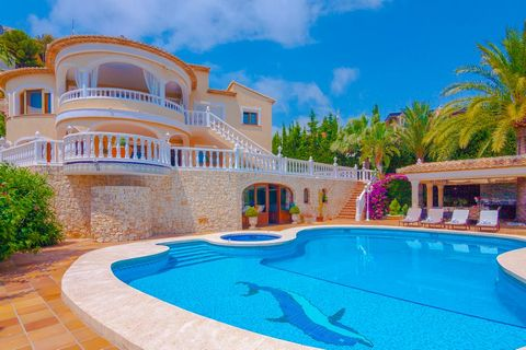 Lovely and nice villa in Calpe, on the Costa Blanca, Spain with private pool for 10 persons. The villa is situated in a residential and mountainous area and at 1 km from Cala Les Urques beach. The villa has 5 bedrooms and 5 bathrooms, spread over 3 l...