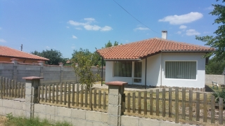 Beautiful house for sale just 4 km from the beaches in Balchik. The plot is 523 sq.m. and the house 85 sq.m., newly built and on one level. Private access lane 2 double bedrooms Open plan Kitchen Dining and lounge area Separate tiled utility room to ...