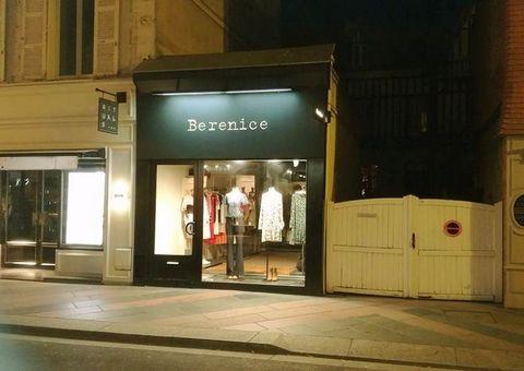 Deauville - Emplacement n° 1 - Rue Désiré Le Hoc - Local commercial de 35 m2 - Entièrement rénové - Livraison en janvier 2018 (environ) - Bail commercial - Tous commerces envisageables - Loyer : 5.000 HT/mois - Honoraires megAgence : 14.000 € HT.Prix...