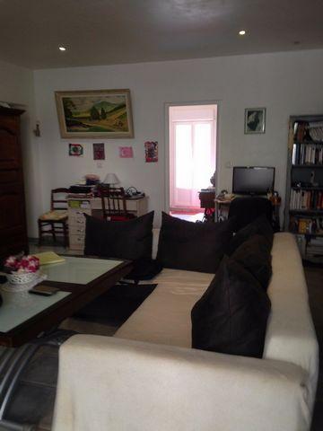 Au coeur du charmant village de Santa Reparata di Balagna, tres bel appartement de 75m2 en rez de chaussee,dans une copropriété calme a proximité de toutes les commodités. Le bien est composé d'un séjour de 37m2, de 2 chambres, d'une cuisine entiérem...