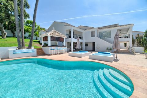 Gorgeous Villa in El Rosario- Marbella *** Contemporary & Recently Renovated *** Exclusive Residential Area Close to Golf Course , Beaches and Marbella *** Grand Swimming Pool, Terrace & Pool Bar **** 5 Bedrooms, 4 Bathrooms & 1 Guest Toilet *** Doub...