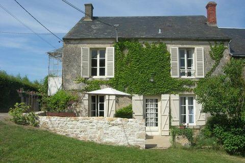 Ancienne ferme familiale se trouvant dans un hameau très calme de Bourgogne (une trentaine d'habitants). Cette charmante maison de campagne est caractéristique, simple et confortablement aménagée. Les meubles de famille apportent un côté rustique et ...
