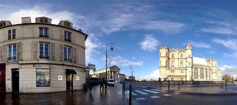 Saint Germain en Laye - Rue du Vieil Abreuvoir - 1min à pied du RER Dans immeuble calme, emplacement idéal en coeur de ville et attenant à l'accès RER, appartement de 35m² au sol (25m² carrez) au 3ème et dernier étage comprenant : entrée avec placard...