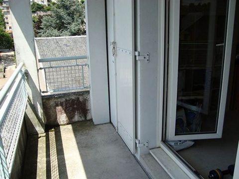 BLOIS QUAI DU FOIX : STUDIO 17.29m² dans Résidence 4ème étage comprenant : Pièce principale avec balcon, coin cuisine équipée, salle d'eau avec toilettes. Chauffage électrique. Libre 12/01/2018