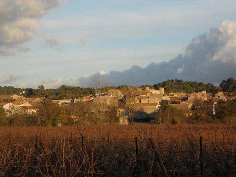 A 15mn de Carcassonne , dans un village prisé avec comodités, cette ancienne cave viticole est à réhabiliter. Pourrait convenir à Investisseur, Collectionneur, Artisan etc... les possibilités de stockage sont énormes, avec plusieurs niveaux, passerel...