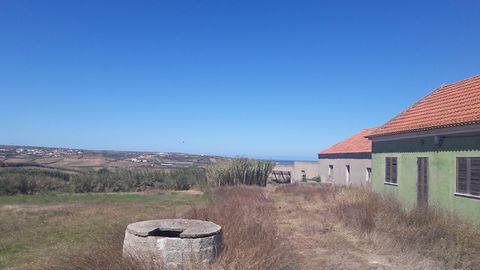 Excellent refurbishment property with magnificent sea views and potential for a tourist related project. House has unobstructed views, and a beautiful panorama that is protected by the fact that the land in front is not constructible. This land is lo...