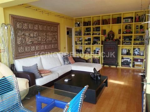 Top Floor Apartment, Fuengirola, Costa del Sol. 3 Bedrooms, 2 Bathrooms, Built 133 m². Setting : Beachfront, Town, Beachside, Close To Port, Close To Sea, Close To Town, Close To Schools, Urbanisation. Orientation : South West. Pool : Communal. Clim...