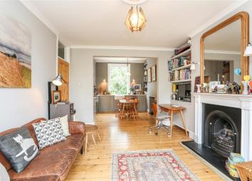 A truly stunning split level first floor garden apartment forming part of an imposing end of terrace double fronted Victorian property situated in an enviable location overlooking Tufnell Park playing fields. The property is within close proximity to...