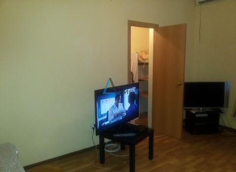 Продается 2 комнатная квартира в центре Лазаревской .Общая площадь 60м 2.Комнаты изолированы.Сан узел совместный.Не большая кухня.В шаговой доступности.сеть магазинов,рынок,аквапарк, центр.