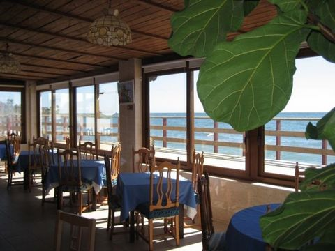 This is a well established Restaurant located on the beach, in a great location between Puerto Banus and Estepona in one of the best residential areas. The Restaurant is fully furnished and ready to work, The restaurant has 350m2, and the windows fac...