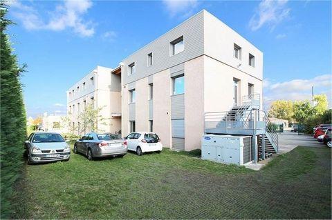 Qualité et Confort - Sur la commune de Brindas - Ouest de Lyon - Proche des axes autoroutiers de Brignais - Accès TCL - Métro Oullins et Gorge de Loup à 30 min.Au sein d'un vaste ensemble de 1641 m². Je vous propose un bâtiment d'activités de 224 m² ...