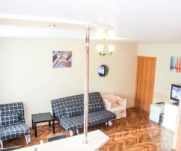 Cozy one bedroom apartment. Located next to the city administration and the many shopping, entertainment and business centers. Developed infrastructure and transport interchange, the metro. Rates: nightly-weekend - from 41.4 to 41.4 USD