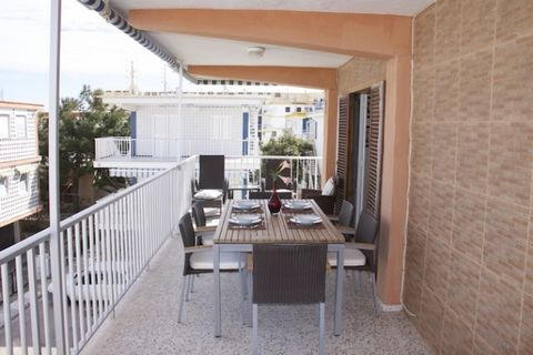 Operation: For Rent Occupation: On holidays Location: Oliva, Alicante Located in: Beach Square meters: 90 m 2 Number of floors: 1 Floor: Flat Rooms: 3 Baths: 1 Lounges: 1 Terraces: 2 Kitchens: 1 Air Conditioning Furnished Household appliances Air con...