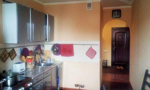 Квартира находится находится на 16 этаже 17-этажного монолитно-кирпичного дома. Площадь общая 80, жилая 47 и кухня 11. Просторная квартира с изолированными комнатами, двумя санузлами, встроенным шкафом и застеклённой лоджией. В квартире выполнен ремо...