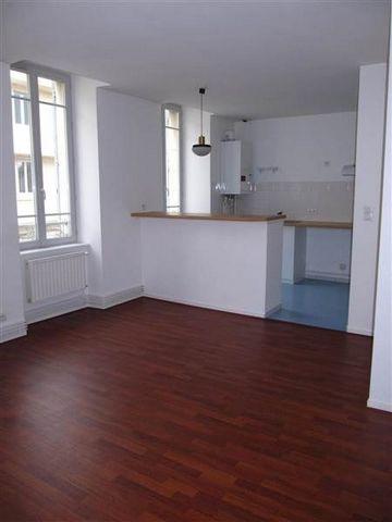 Centre ville de MontluçonAppartement F1 ( 36 M²~) avec une entrée, une cuisine ouverte sur le séjour, une salle d'eau avec WC. Double vitrage et chauffage individuel gaz.A voir rapidement !!!!! Loyer : 350 euros
